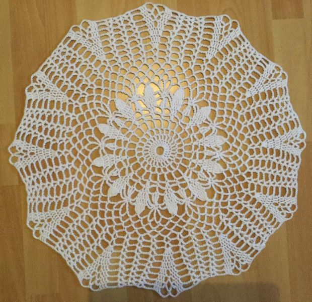 white lattice round